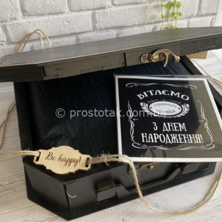 """VIP бокс с алкоголем и шоколадом Jack Daniel's <h3><a href=""""https://prostotak.com.ua/ru/shop/dlya-muzhchin/bratu/nabor-z-dnem-narodzhennya-s-shokoladom-i-kamnyami-dlya-viski/"""" rel=""""noopener"""" target=""""_blank"""">Заказать</a></h3>"""