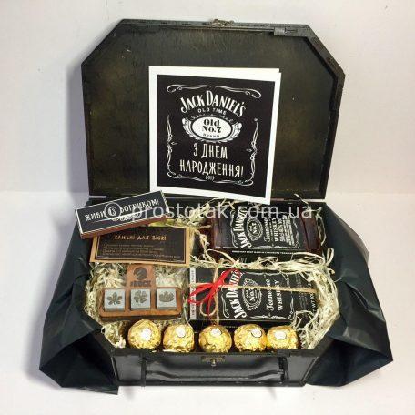 "Подарунок чоловіку на день народження набір «Gift black Jack»<h3><a href=""http://prostotak.com.ua/uk/shop/podarunkovij-kreativ/prikolni-nabori/nabir-vip-gift-black-jack/"">Замовити</a></h3>"