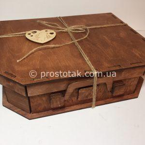 Коробка чемодан из дерева коричневая