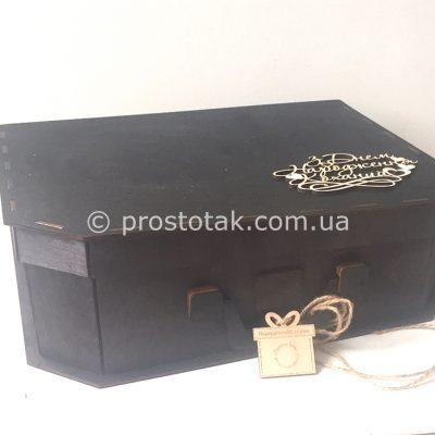 Огромный чемодан из дерева для солидных подарков