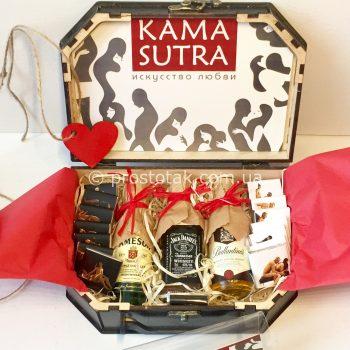 """набір в дерев'яній валізі ''Kamasutra"""""""