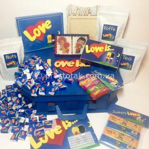 Асортимент подарунків Love is...
