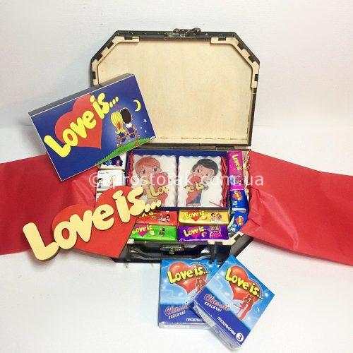 Подарочный набор с презервативами Love is