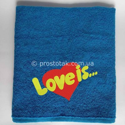 Махровое полотенце синего цвета с вышивкой Love is…