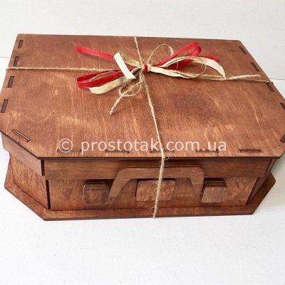 """Коричневий дерев""""яний бокс для подарунків"""