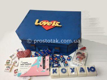 Коробка валіза із дерева для подарунків серії Love is ...