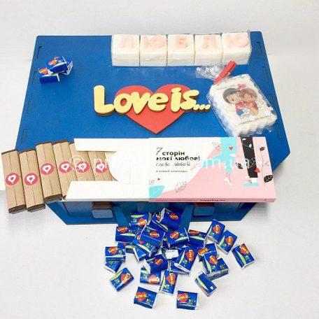 "Коробка валіза з дерева для подарунків серії Love is ...<h3><a href=""http://prostotak.com.ua/uk/shop/upakuvannya-dlya-podarunkiv/valizi/korobka-valiza-iz-dereva-love-is/"" rel=""noopener noreferrer"" target=""_blank"">Замовити</a></h3>"