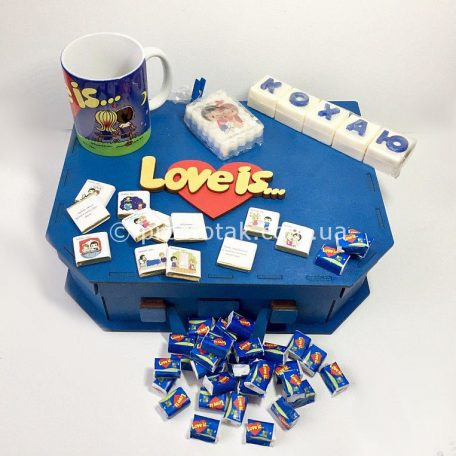 "Коробка валіза із дерева для подарунків серії Love is ...<h3><a href=""http://prostotak.com.ua/uk/shop/upakuvannya-dlya-podarunkiv/valizi/korobka-valiza-iz-dereva-love-is/"" rel=""noopener noreferrer"" target=""_blank"">Замовити</a></h3>"