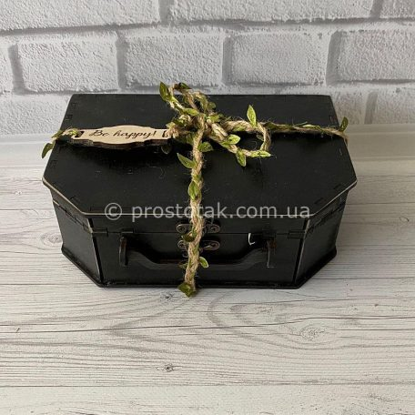 "подарочная коробка из дерева купить 1шт. Чемодан из дерева<h3><a href=""http://prostotak.com.ua/ru/shop/podarochnaya-upakovka/chemodanchiki/derevyannyj-chemodan-chernogo-cveta/"">Заказать чемодан</a></h3>"