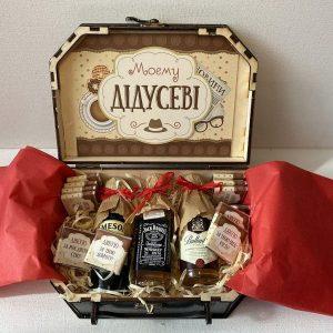 """Подарунок """"Моєму дідусеві"""" зі спиртними мініатюрами"""