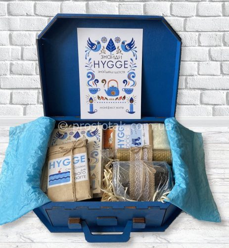 Набір в дерев'яній валізі Hygge box