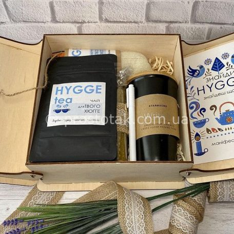 "Набір Hygge box №1<h3> <a href=""http://prostotak.com.ua/uk/shop/podarunkovi-korobki-uk/dlya-zhinok/podruzi/nabir-hygge-box-1/"" rel=""noopener noreferrer"" target=""_blank"">Замовити</a> </h3>"