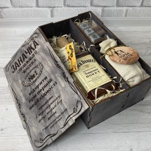 """Wooden box """"Заначка"""" с медовыми виски Jack Daniel's 0,5l"""