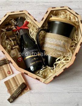 Подарок в коробке сердце для любимой девушки