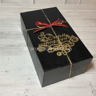 Коробка із дерева чорного кольору