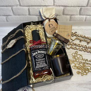 Подарочный бокс с виски и металлическими стопками