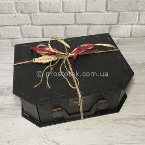 Коробка чемодан черного цвета