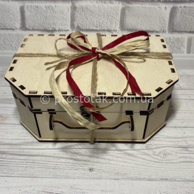 Коробка подарочная из дерева натурального цвета