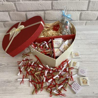 Подарунок в коробці серце на 14 лютого