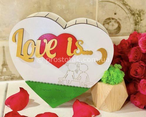 Коробка сердце Love is...
