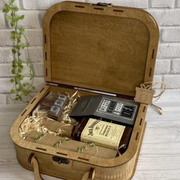 Подарки для мужчин в коробке чемодан в Украине