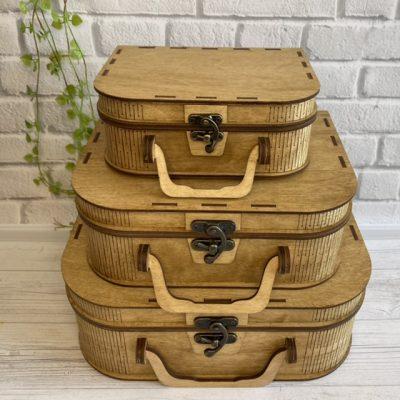 Деревянный чемодан цвета светлого дуба