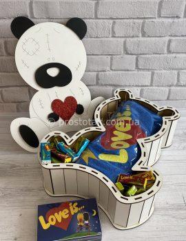 Подарок в коробке мишка