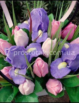Корзина тюльпанов и ирисов из мыла