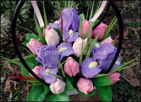 Кошик ірисів та тюльпанів (мило)