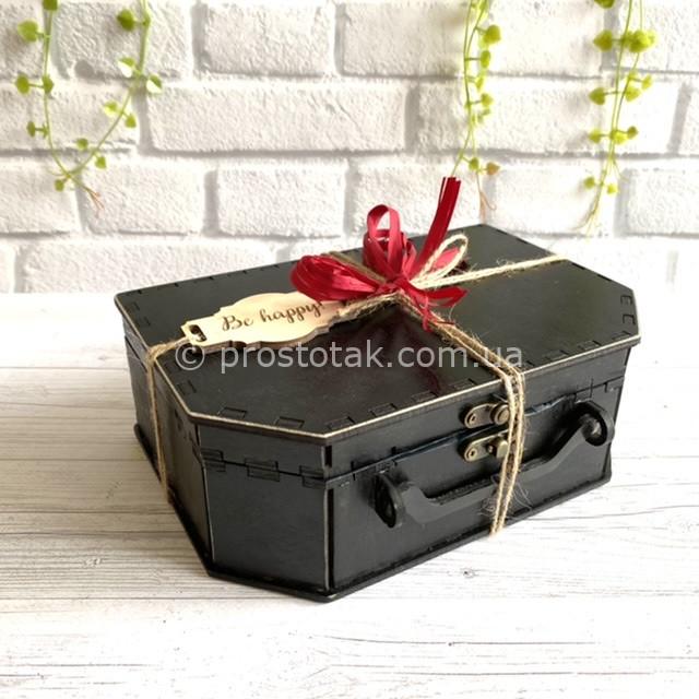 Коробка чорного кольору