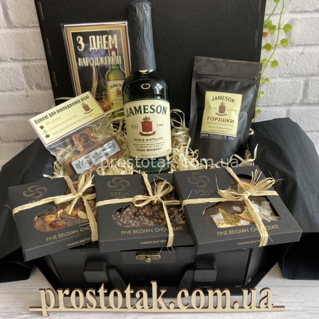 Подарок алкоголь с шоколадом в коробке из дерева