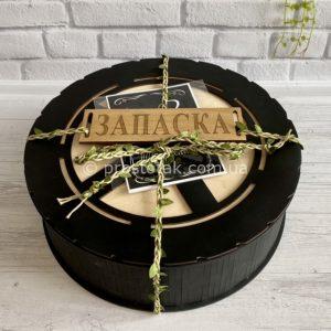 Круглая деревянная коробка для подарка