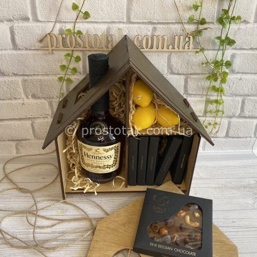 Коробка будиночок із подарунками
