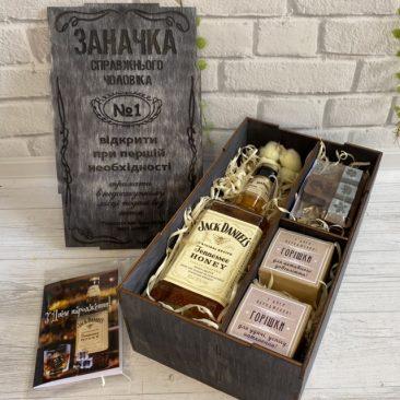 Подарок мужчине на День рождения. Wooden box с медовыми виски Jack Daniel's