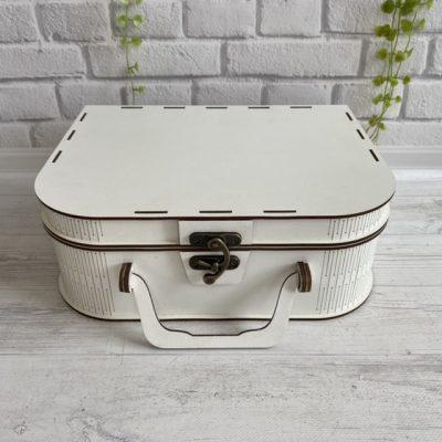 Белая коробка для подарка 30х20х10см вид чемодан М2