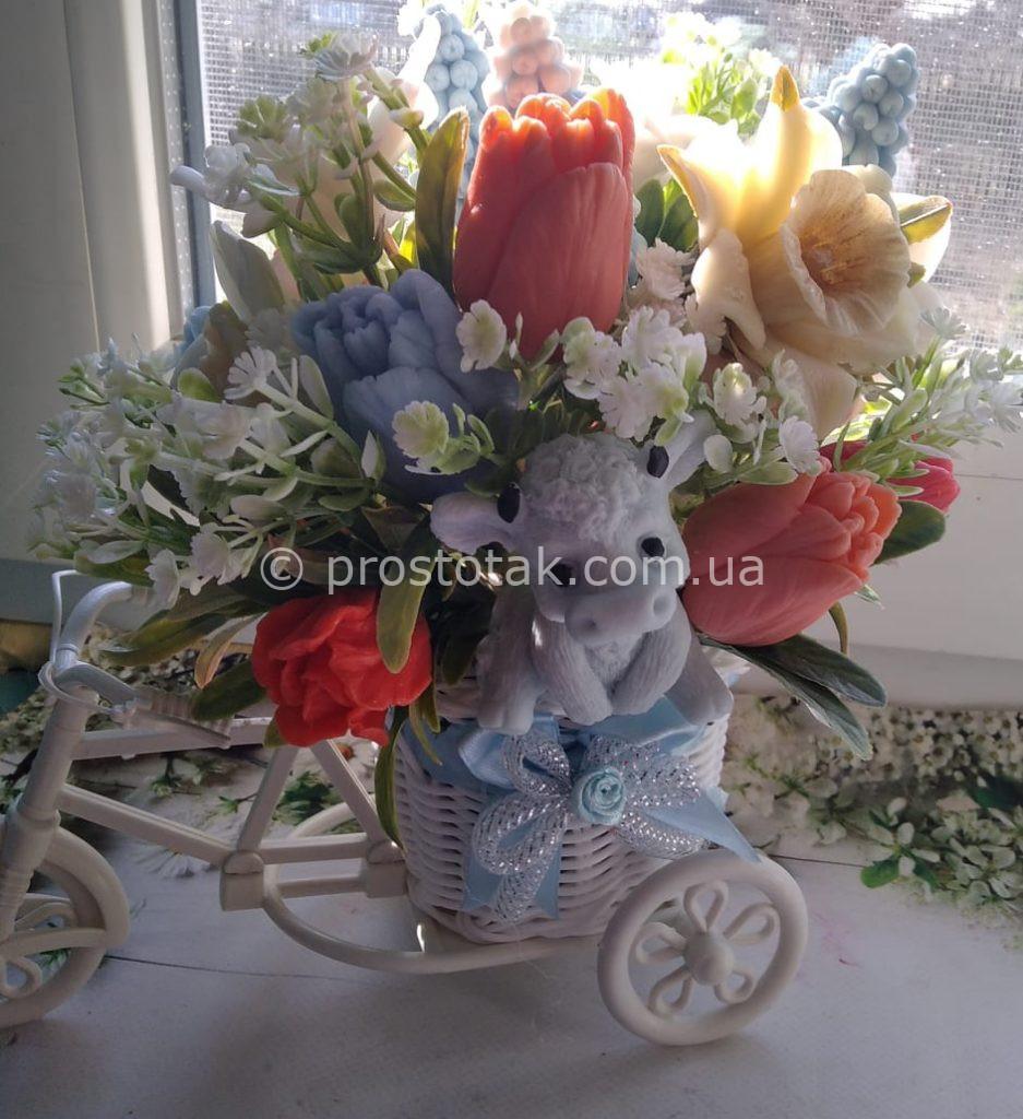 Велосипед наповнений композицією із мила