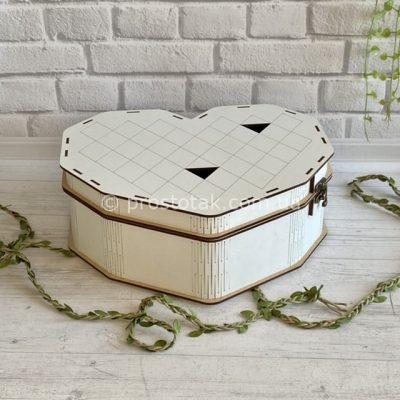 Коробка для подарунків серце білого кольору