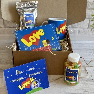 Подарунки в наборі солодощі Love is… класика з чашкою Love is…